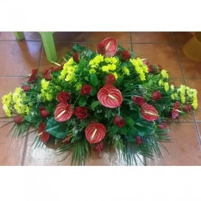 Centro apaisado de flor variada, a 3 colores, según gusto cliente, (flor según disponibilidad)