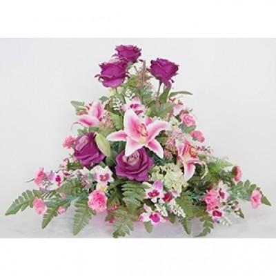 Centro de flor artificial en bandeja decorativa. (sujeto a modificaciones, según stock y tendencia)